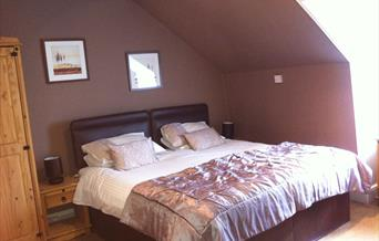 Kingsize bedroom with comfort at the Parks Guest House, Torquay, Devon