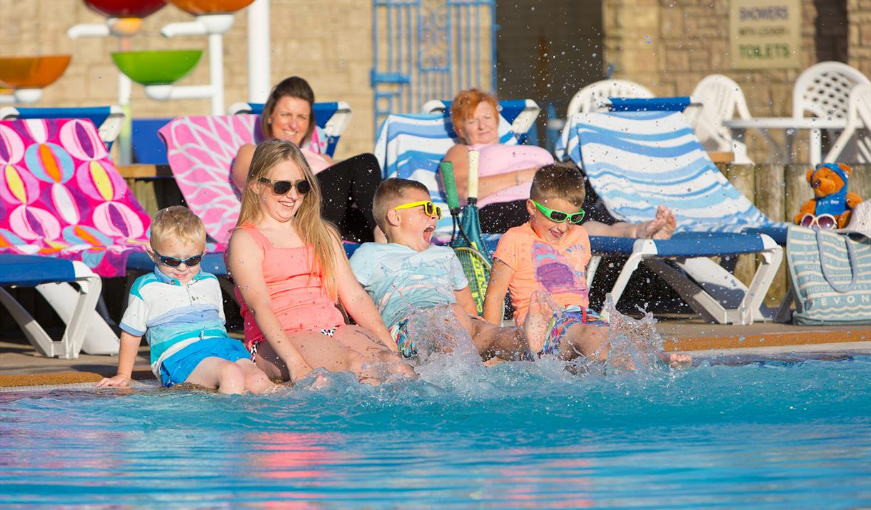 Beverley Holidays Outdoor Heated Swimming Pool - Paignton
